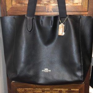 🎉🎉COACH Black shoulder bag.  CLEANING OUT CLOSET
